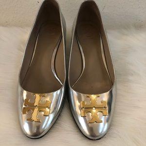 Tory Burch silver kitten block heel gold logo 6.5